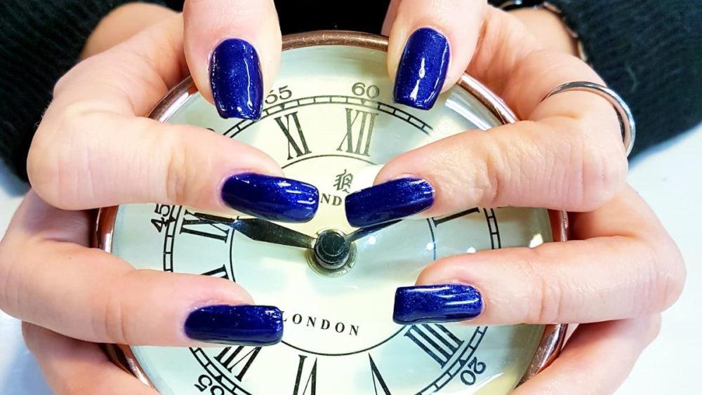 nails clock blue