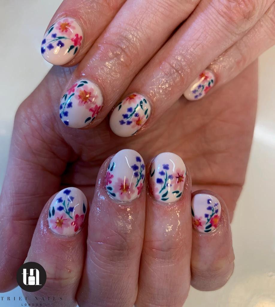 summer floral nail idea